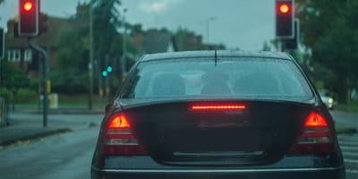 Un'auto accosta e quello che succede è sconvolgente