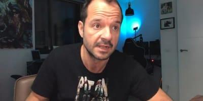 angel martin gomez comico con camiseta negra