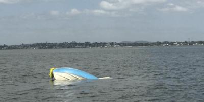 barca-capovolta-in-mare