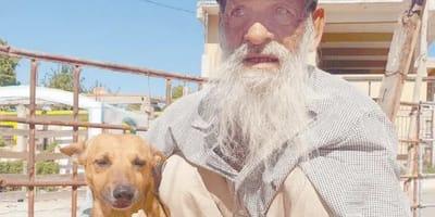 Tiene 68 años pero lleva una semana caminando para darle a su perro el tratamiento que necesita