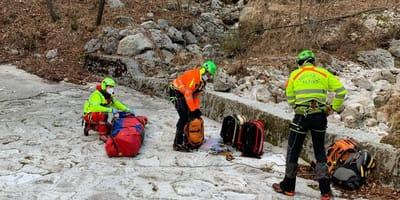 Zaginiony, ranny mężczyzna spędził 7 dni w Alpach. Przeżył tylko dzięki pomocy swojego psa