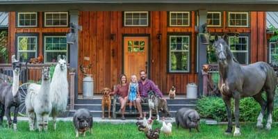 Fotograf tworzy niezwykłe portrety rodzinne ze zwierzakami  i podbija serca internautów (galeria zdjęć)