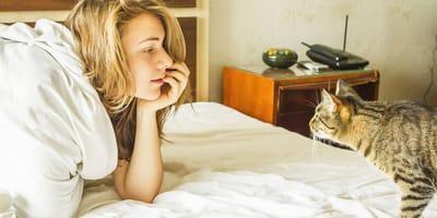 Cosa fare se il gatto mi sveglia la mattina presto?