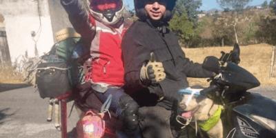 perro con dueños en motocicleta