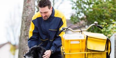 Kurioser Fall aus NRW: Hundehalter verklagt verletzten Postboten!