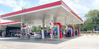 Un trabajador de una gasolinera recibe al 'cliente' que nunca habría querido conocer