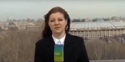 Golden retriever kradnie mikrofon podczas transmisji na żywo, dziennikarka rzuca się w pogoń (VIDEO)