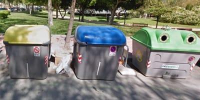Abandonan 7 bebés en un contenedor en Murcia: los voluntarios luchan por su vida y claman justicia