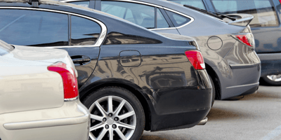 When shoppers see what's happening in parked car, they urgently call the police
