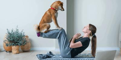 Wohltuendes Doga: Was kann Yoga mit Hund?