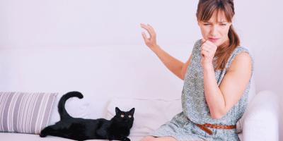 mujer alergia gato