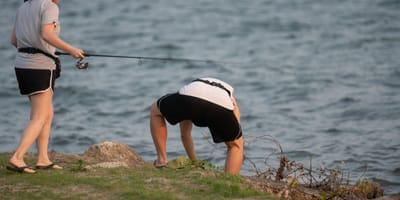 Sale a pescar y termina llevándose a casa algo muy diferente a un pez