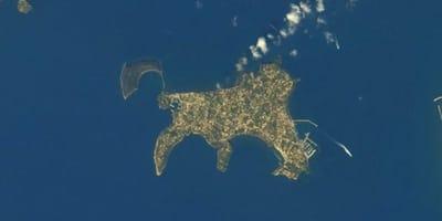 Procida vom Weltall aus gesehen.