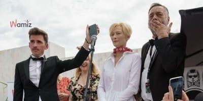 """Festiwal w Cannes 2021 : psy Tildy Swinton z nagrodą Palm Dog Wamiz za """"The Souvenir II"""""""
