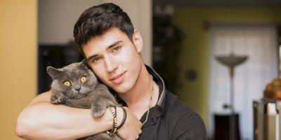 Schuss geht nach hinten los: Mann postet Foto mit süßem Kätzchen auf Tinder