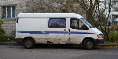Bayerische Polizei kontrolliert Kleinbus und landet VOLLTREFFER!