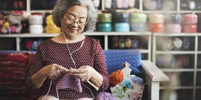 Abuelita está tejiendo: cuando ven para quién, se les derrite el corazón