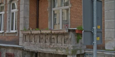 Touristen pilgern in Massen zu Balkon: Plötzlich geht die Tür auf!