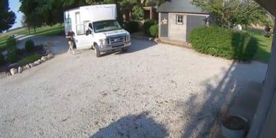 Überwachungskamera filmt mysteriösen Lieferwagen: Blankes Entsetzen!